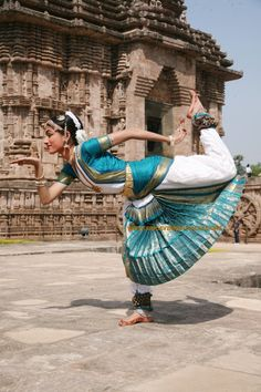 There are eight Indian classical dance styles: Bharatanatyam (Tamil Nadu)… Folk Dance, Dance Art, Yoga Meditation, Ayurveda, Indian Classical Dance, Dance Poses, Swing Dancing, Dance Fashion, Dance Pictures