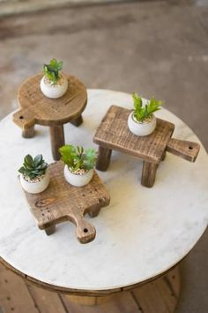 The Cutting Board Risers are cute little accompaniments for your home. These Cutting Board Risers are the overload of delightfulness. The Cutting Board Risers are so charming that they will surely be Design Set, Urban Farmhouse Designs, Bois Diy, Wood Pedestal, At Home Furniture Store, Furniture Online, Furniture Companies, Diy Bird Feeder, Diy Cutting Board