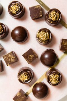 Try these easy bonbon fillings recipes. Bonbons are confections with a thin chocolate shell and oozy filling that spills out when you take a bite. It's a perfect holiday dessert to crave for! Chocolate Bonbon, Chocolate Dipped Fruit, Artisan Chocolate, Chocolate Filling, Chocolate Shop, Chocolate Truffles, Chocolate Desserts, Melting Chocolate, Chocolate Ganache