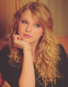 Taylor Swift is so pretty!!
