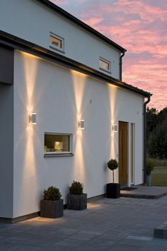 Wandlamp voor in de tuin .Maar € 45,00 bij rietveldlicht Garden Lighting Modern, Garden Lighting Ideas, Modern Exterior Lighting, Garden Wall Lights, Modern Wall Lights, House Lighting, Wall Lighting, Porch Lighting, Landscape Lighting