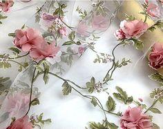 Verkauf-Organza Spitze Stoff mit rosa 3D chiffon Rosette Blumen Applikationen Stoff von Hof