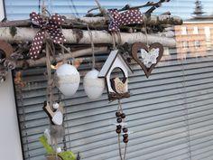 Dekorace+k+zavěšení+Dekorace+kamkoli+k+zavěšení+-+dřevo,+různé+dřevěné+příroby,+budka,+ptáčci,+umělá+vajíčka,+stuhy+....+celková+délka+cca+45cm