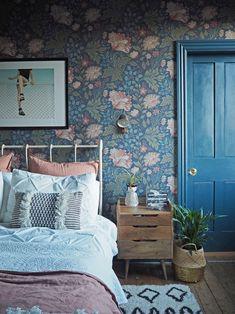 Wallpaper Design For Bedroom, Home Wallpaper, Wallpaper Bedroom Vintage, Wallpaper Ideas, Eclectic Wallpaper, Designer Wallpaper, Blue Floral Wallpaper, Interior Wallpaper, Wallpaper Decor