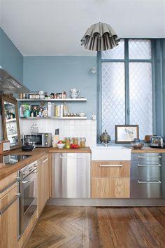 Cuisine moderne bois et bleu clair Fusiond photo cuisine mur bleu Domozoom | ModerneDecors.fr