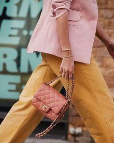 Bag | Designer bag | Chanel | Pink bag | Pink blazer | Yellow trousers | Gold jewellery | Gold bracelet | Color | Spring outfit | Designertas | Roze tas | Inspiration | More on Fashionchick