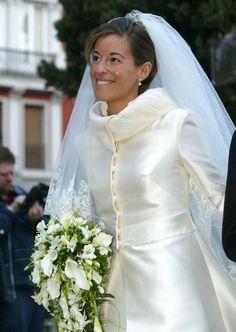 Es propiedad de la Infanta Pilart, collar de esmeraldas, diamantes y perlas. Lo utilizó Mónica Martín Luque a modo de diadema el día de su boda con el hijo de doña Pilar. No encuentro una imagen en la que se pueda apreciar bien, éstas son las mejores que veo.