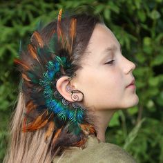 Green&copper feather ear cuff available now in my ETSY shop - * 💚 link in bio 👆 * _______________________ * Pagan Jewelry, Feather Jewelry, Ear Jewelry, Fantasy Jewelry, Feather Earrings, Feather Hair, Pretty Quinceanera Dresses, Tanzanite Earrings, Green Copper