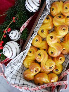 Fem tips för att lyckas med lussebaket Xmas Food, Christmas Sweets, Christmas Candy, All Things Christmas, Christmas Time, Christmas Decorations, Beautiful Buns, Cocktail Desserts, Food Inspiration
