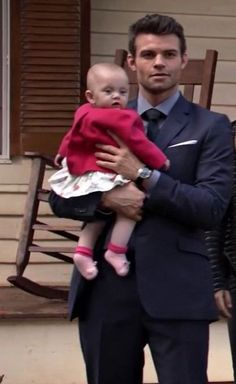 The Originals – TV Série - Elijah Mikaelson - Daniel Gillies - baby Hope Mikaelson - bebê - amor - love - sobrinha - niece - uncle - tio - 2x09 - The Map Of Moments - Mapa Dos Momentos