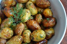 Cartofi noi la ceaun cu marar si usturoi - CAIETUL CU RETETE Raw Vegan, Sprouts, Good Food, Potatoes, Pasta, Vegetables, Cooking, Ethnic Recipes, Display