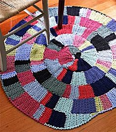 Shaker-Inspired Rug - free crochet rug patterns This could be a great stash-buster as it uses two strands of yarn, and I have plenty of that. Crochet Home Decor, Crochet Crafts, Yarn Crafts, Crochet Projects, Knit Rug, Rug Yarn, Crochet Rug Patterns, Crochet Rugs, Scrap Crochet