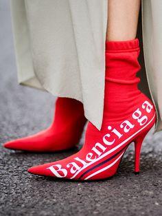 Le scarpe più cool per l'autunno-inverno 2017/2018? Sono loro, i red boots! Scopri su Stylight come indossare gli stivali rossi e compra i modelli hot.