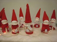Jouluiseen maisemaan joulukalenteri: kestoversio lasipurkeista - maalaa, päät, lapaset, huivit, lakit...