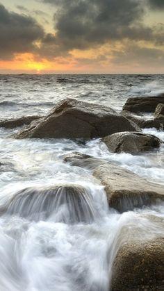 Kamienie w morskiej kąpieli