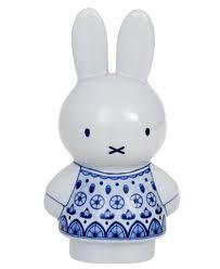 Nijntje - het konijntje uit de beroemde boeken van schrijver en tekenaar Dick Bruna - made by Royal Delft
