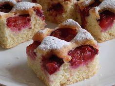 magiczna kuchnia Kasi: Jogurtowe ciasto ze śliwkami