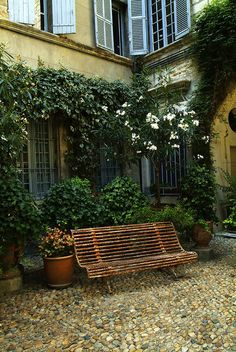 Lost in Arles: The magical courtyard at Hervé Baume - Avignon