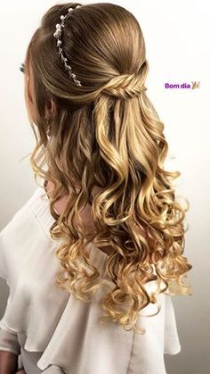 28 Captivating Half Up Half Down Wedding Hairstyles---vintage hairstyle with nat. 28 Captivating Half Up Half Do. Sweet 16 Hairstyles, Quince Hairstyles, Ball Hairstyles, Bride Hairstyles, Down Hairstyles, Trendy Hairstyles, Natural Hairstyles, Wedding Hairstyles Half Up Half Down, Half Up Half Down Hair