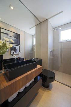 Banheiro em cimento queimado, bancada de madeira