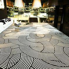 #ShareIG Carpete Beaulieu Colotuft 2 cores, projeto desenvolvido para a @milkjurere. #beaulieudobrasil #soluçõesinteligentes #piso #carpete #colortuft #design #interiores #arquitetura #arqdesign #milk #floripa #ambientes #personalizados