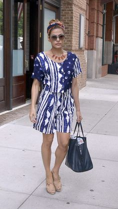 Eva Mendes balances curves by choosing this high waist shorts A-line shorts