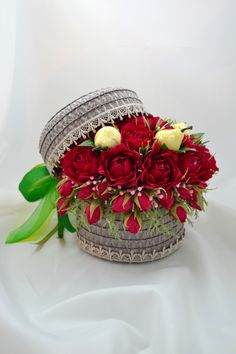 New chocolate bouquet ideas brides ideas Paper Bouquet, Candy Bouquet, Flower Box Centerpiece, Dusty Rose Wedding, Floral Drawing, Special Flowers, Chocolate Bouquet, Crepe Paper Flowers, Wedding Boxes