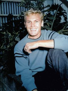 Tab Hunter Confidential is a 2015 documentary about the life and career of the titular former actor, matinee idol and heartthrob who was also a closeted homosexual in Hollywood. Hollywood Men, Golden Age Of Hollywood, Vintage Hollywood, Hollywood Stars, Classic Hollywood, Hunter Movie, Tab Hunter, Nostalgia, Anthony Perkins