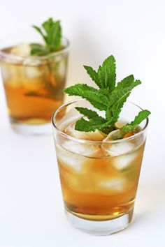 Lemon balm tea promising to reduce anxiety & restlessness. It helps in taming nervousness as well lifting a mild case of the blues