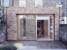 Brick parapet and flat roof example. They've finished with a different course of brick on top. Brick Architecture, Classical Architecture, Interior Architecture, Interior Design, Brick Extension, Rear Extension, Extension Ideas, Extension Google, Brick Detail