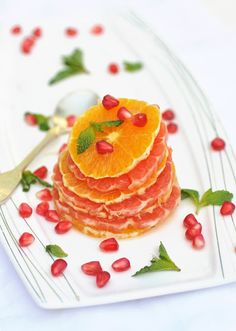 Anja's Food 4 Thought: Citrus Salad with Pomegranates and Mint Mint Recipes, Orange Recipes, Raw Food Recipes, Tasty, Yummy Food, Mets, Culinary Arts, Soup And Salad, Love Food