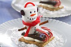 Marshmallow Sled Snowmen Treats, dont do earmuffs Christmas Gingerbread House, Christmas Snacks, Christmas Cooking, Christmas Goodies, Christmas Candy, Holiday Treats, Holiday Recipes, Cranberry Recipes, Gingerbread Houses