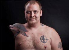 L'art ancestral du tatouage a évolué au fil des années et des tendances. Aujourd'hui, les tatoueurs sont capables de réaliser de merveilleuses oeuvres ultra réalistes sur la peau de leurs clients. Des illusions d'optique à couper le souffle, que nous vous proposons de découvrir aujourd'hui. Votre esprit risque fort d'être retourné…