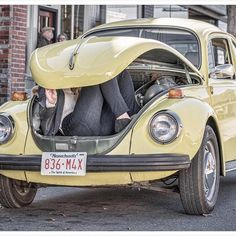 Not sure that is exactly how it was scripted, but it does prove @jenmorrisonlive can fit ;) Never a dull moment on this show #ouat #behindthescenes #onceuponatime