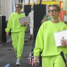 July 2 2019 Hailey Bieber attended the hockey game practice of Justin Bieber in Van Nuys She looked very comfortable in her sweatpants yet she looked super eyecatching July 2 2019 Hailey Swag Outfits For Girls, Edgy Outfits, Celebrity Outfits, Cute Outfits, Fashion Outfits, Celebrity Style, Hailey Baldwin Style, Sweatpants Outfit, Van Nuys