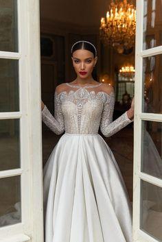 Wedding Dress Trends, Dream Wedding Dresses, Crystal Wedding Dresses, Christmas Wedding Dresses, Queen Wedding Dress, Famous Wedding Dresses, Arabic Wedding Dresses, Elegant Wedding Hair, Luxury Wedding Dress