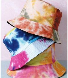 Tips to Take Your Summer Style to the Next Level Ty Dye, Bucket Hat Outfit, Tie Dye Hat, Tie Dye Fashion, Diy Fashion, How To Tie Dye, Tie Dye Outfits, Foto Baby, Accesorios Casual