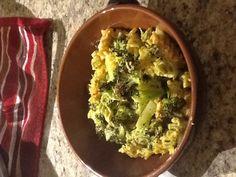 Roasted broccoli vegan Mac and cheese (cashew cheese sauce) Gluten Free Mac And Cheese, Vegan Mac And Cheese, Cashew Cheese Sauce, Going Vegan, Guacamole, Broccoli, Cravings, Dairy, Vegetarian