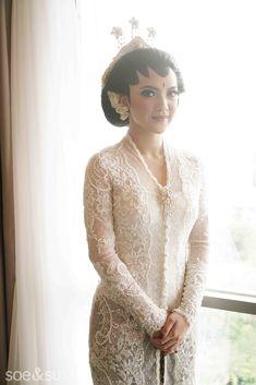 The Bride's Best Friend's Glamorous Traditional Wedding - 006 Vera Kebaya, Batik Kebaya, Kebaya Dress, Kebaya Lace, Kebaya Hijab, Javanese Wedding, Indonesian Wedding, Indonesian Kebaya, Kebaya Wedding