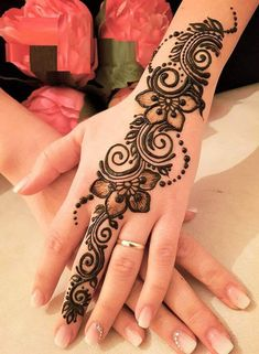 50 Most beautiful Berlin Mehndi Design (Berlin Henna Design) that you can apply on your Beautiful Hands and Body in daily life. Henna Tattoo Designs Simple, Latest Arabic Mehndi Designs, Back Hand Mehndi Designs, Finger Henna Designs, Henna Art Designs, Mehndi Designs For Girls, Mehndi Designs For Beginners, Modern Mehndi Designs, Mehndi Design Pictures