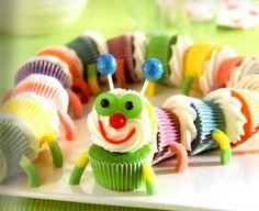 Que tal uma centopeia de cupcakes? Veja o passo a passo clicando na imagem.