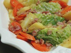chou, carotte, pomme de terre, oignon, cube de bouillon, huile d'olive, lardons, vin blanc sec, graine de coriandre, genièvre, poivre...