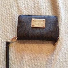 Michael Kors Small Wristlet Small MK wristlet. Only used a few times. No signs of wear or tear, in great condition! Michael Kors Bags Clutches & Wristlets