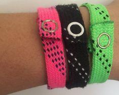 Hockey lace bracelets by HockeyMommaCreations on Etsy Beaded Braclets, Lace Bracelet, Bracelet Knots, Hockey Crafts, Hockey Decor, Mens Bracelet Fashion, Lace Headbands, Coach Gifts, Hockey Players