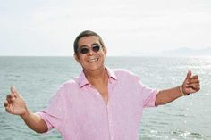 Zeca Pagodinho faz show gratuito em homenagem aos 100 do samba