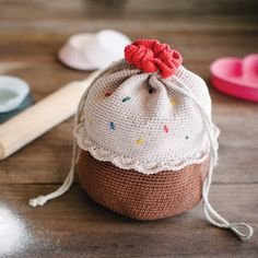 Burn calories while you crochet this Cupcake Bucket Bag. You'll look and feel fabulous.
