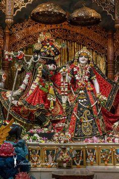 Krishna.... Radha Krishna Holi, Jai Shree Krishna, Radha Krishna Pictures, Radha Rani, Krishna Love, Krishna Art, Radhe Krishna, Hanuman, Lord Krishna