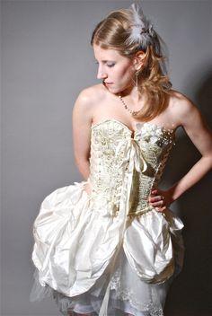 How fabulously steampunk.  #bride #weddinggown