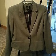 NWT Gray Fitted Blazer,  Herringbone, Medium Very classy women's dress blazer. Great neutral that can be worn with any color shell and pants. Good for work, an interview or could even be dressed down for casual wear with a white Tshirt and jeans. Non-smoking home. Worthington Jackets & Coats Blazers