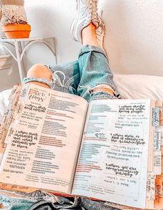 Bible Study Notebook, Bible Study Journal, Santas Escrituras, Cute Bibles, Bible Doodling, Christian Motivation, Bible Notes, Bible Verses Quotes, Scriptures